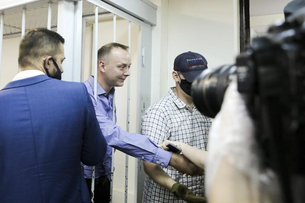 Tidligere journalist Ivan Safronov er siktet for forræderi mot den russiske staten etter beskyldninger om at han har delt sensitiv informasjon til et Nato-land - ifølge advokaten er det Tsjekkia.