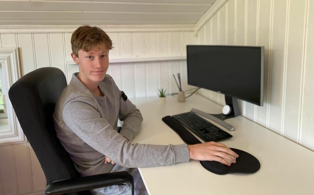 Erik Frengstad er trolig en av Norges yngste frilansjournalister. I over ett år har han skrevet saker for lokalavisen Arbeidets Rett. – Jeg er ekstremt takknemlig for at de gav meg den tilliten, til tross for at jeg bare var 13 år gammel da jeg fikk jobben, sier han.