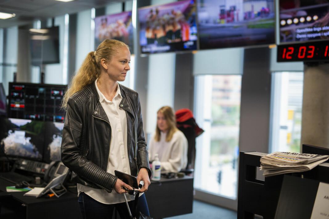 Margrethe Håland Solheim er innom TV 2s lokaler i Bjørvika i Oslo, og snakker med noen kollegaer. Hun brenner for breaking news, og ønsker å være mest mulig ute og snakke med folk.