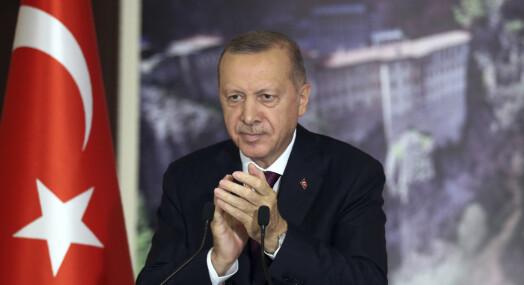 Tyrkia har vedtatt omstridt lov som regulerer sosiale medier