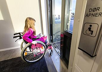 Nei, ingen er lenket til en rullestol hvis ikke kjettinger er involvert