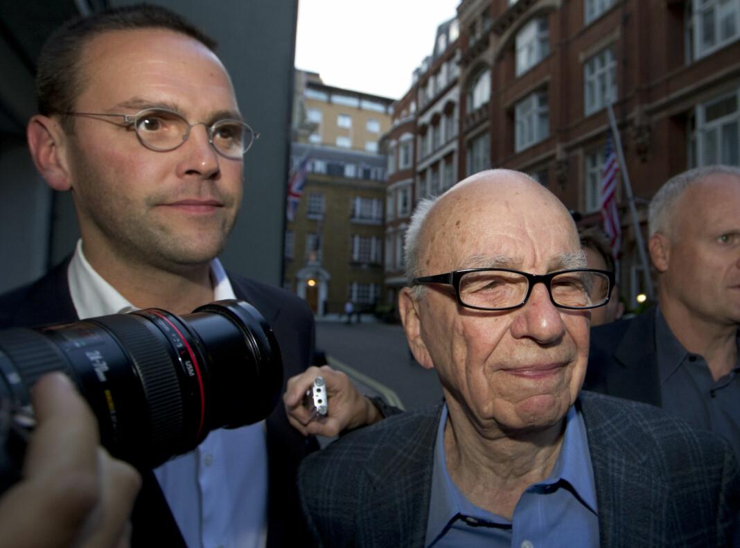 James Murdoch (til venstre), sønns av mediemogul Rupert Murdoch (til høyre), forlot fredag selskapet News Corp etter uenigheter om redaksjonelle valg.