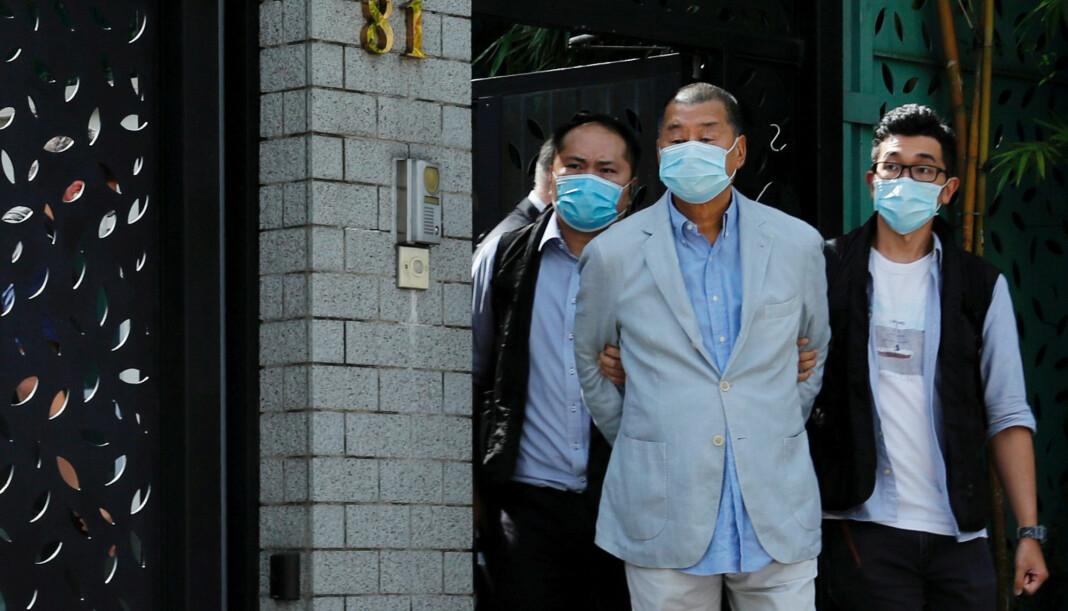 Forretningsmannen Jimmy Lai (71), en av Hongkongs fremtredende demokratiforkjempere, ble mandag pågrepet og siktet etter Kinas nye sikkerhetslov.