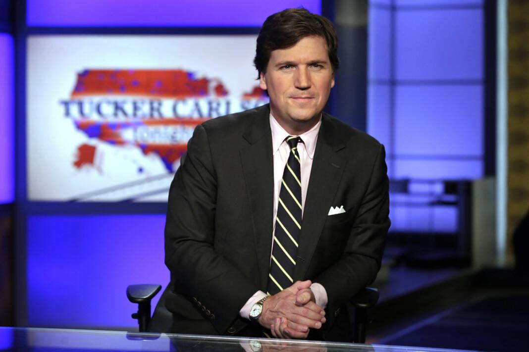Omstridte Tucker Carlson leder det mest sette programmet på kanalen Fox News.