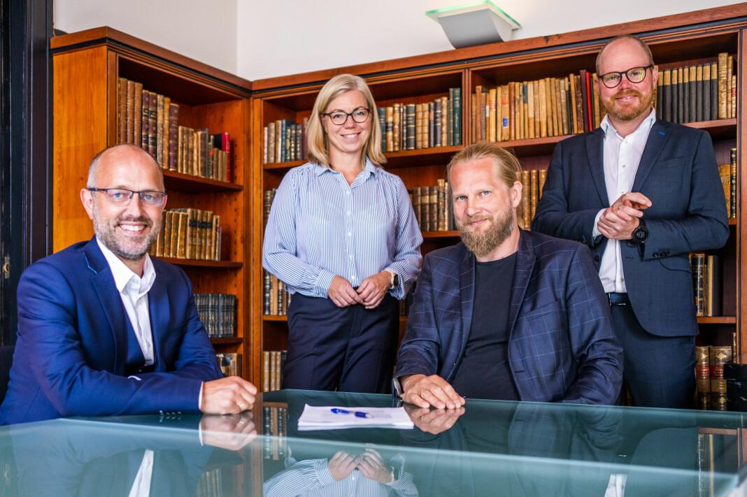 Fra venstre: NTBs sjefredaktør Mads Yngve Storvik, Aftenpostens sjefredaktør Trine Eilertsen, nasjonalbibliotekar Aslak Sira Myhre og VGs sjefredaktør Gard Steiro.