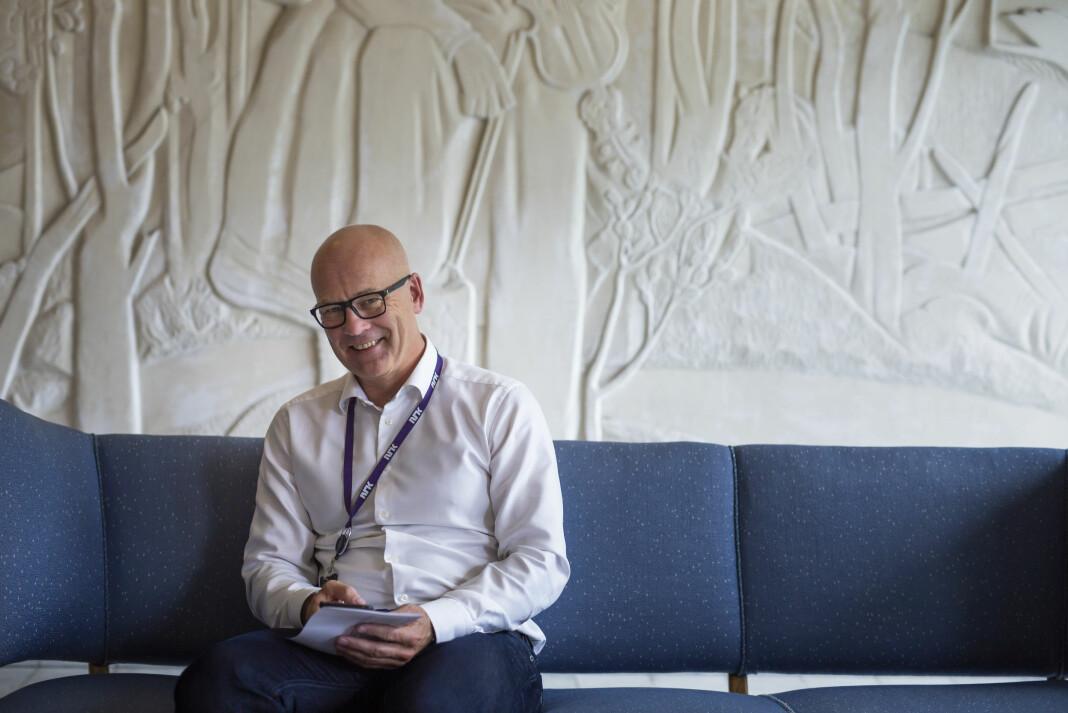 Kringkastingssjef Thor Gjermund Eriksen sier de skal redusere flyreiser med minst 20 prosent.