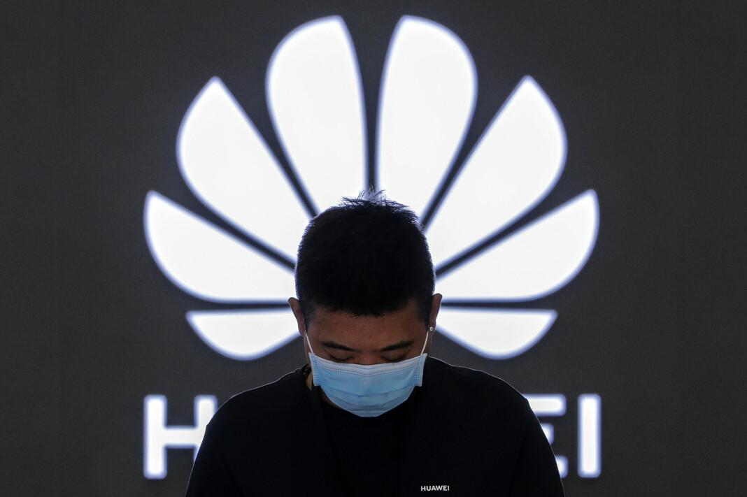 Den kinesiske teknologigiganten Huawei er under internasjonalt press for sine bånd til kinesiske myndigheter.
