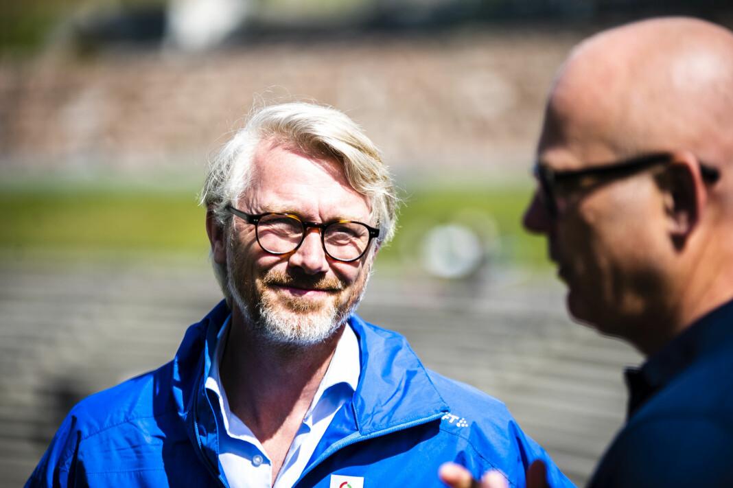 TV 2-sjef Olav T Sandnes og kringkastingssjef Thor Gjermund Eriksen i NRK fortsetter fotballsamarbeidet.