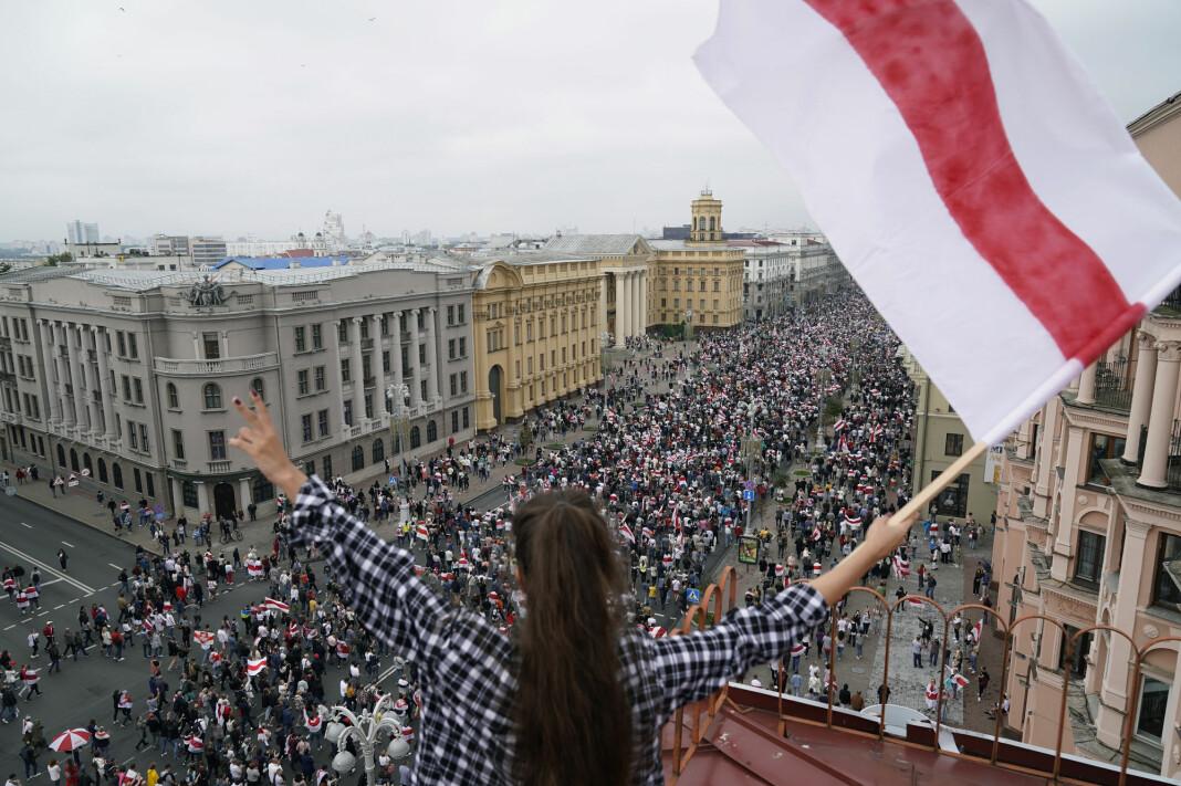 Det har vært omfattende demonstrasjoner i Hviterussland etter det sterkt kritiserte presidentvalget for en måned siden.