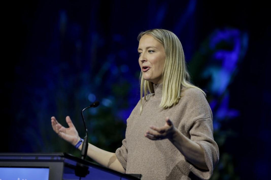 Unge Høyre-leder Sandra Bruflot på talerstolen under Høyres landsmøte på Gardermoen fredag.