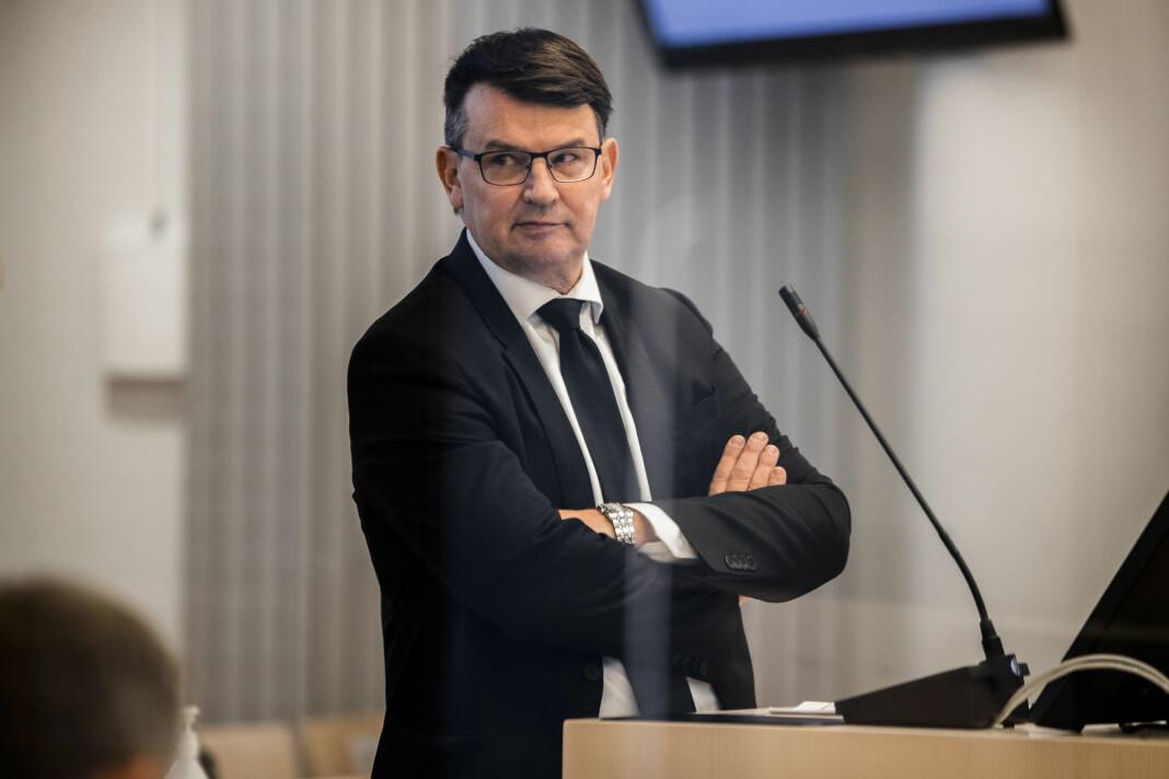 I retten torsdag raste tidligere justisminister Tor Mikkel Wara (Frp) over det han mener er lekkasjer fra PST, som han omtalte som skammelige og ynkelige.