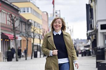 Besk maskinkaffe, Odvar Nordli-biografi og HamKam-sympati. Katrine Strøm har funnet seg til rette på Hedmarken