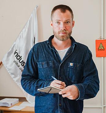 Holth intervjuet blant annet fagforeningsledere ved en bedrift der ansatte hadde gått ut i streik for å støtte opprøret.