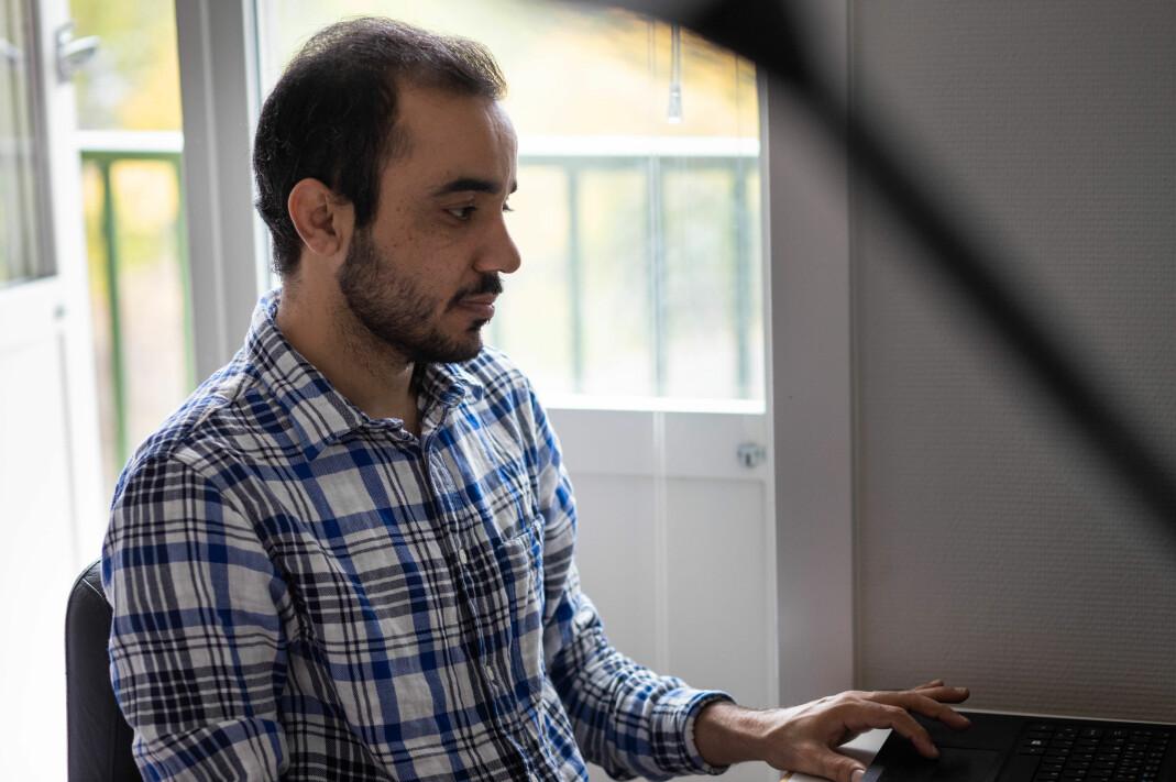 Selv om han ikke har en frilanssak å levere, bruker Baloch mye tid på å skrive, selv om han ofte sletter det han skriver, forteller han.