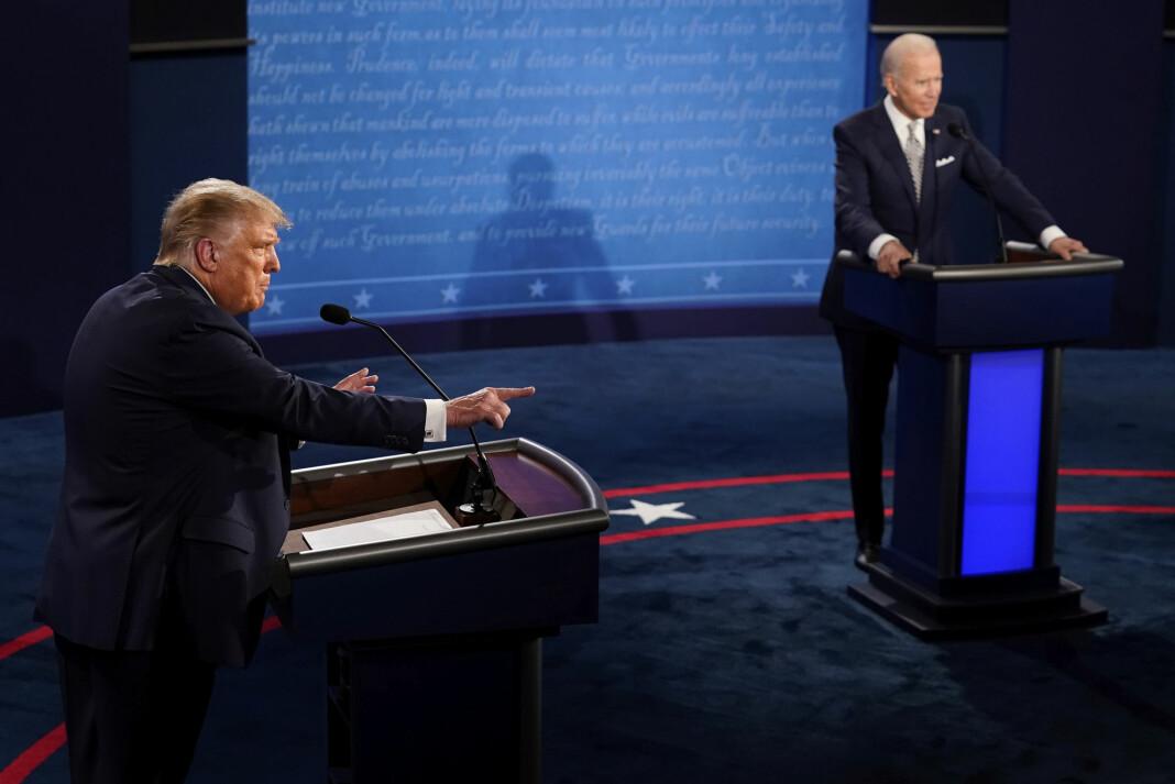 På 90 minutter avbrøt Trump Biden eller ordstyrer Chris Wallace minst 128 ganger, ifølge nettstedet Slates opptelling.