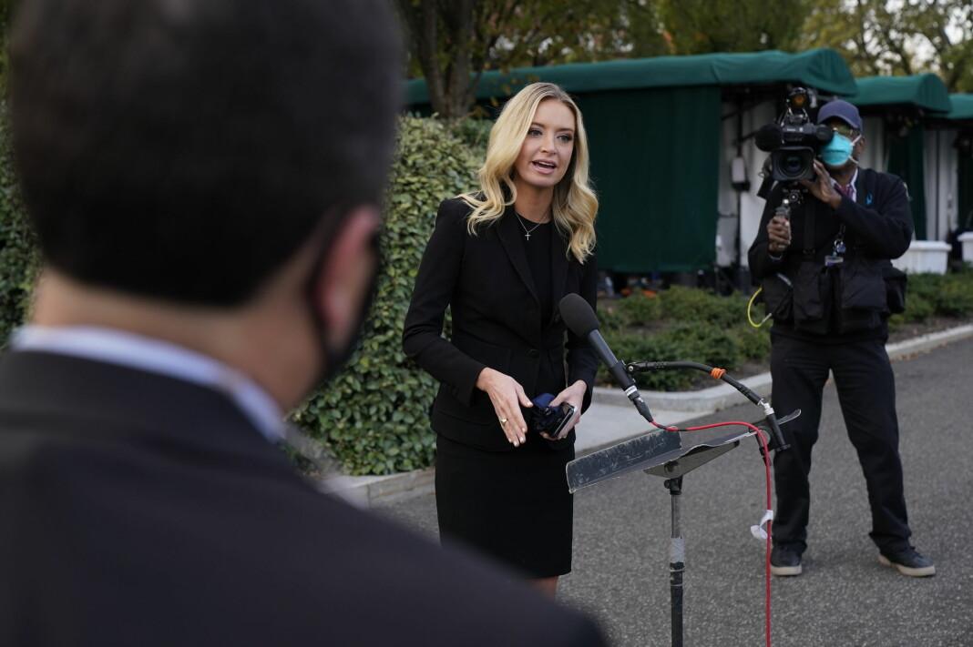 Journalistene som dekker Det hvite hus, frykter for sin helse etter at pressetalskvinne Kayleigh McEnany testet positivt for korona og en koronasmittet president Donald Trump er kommet tilbake fra sykehus.