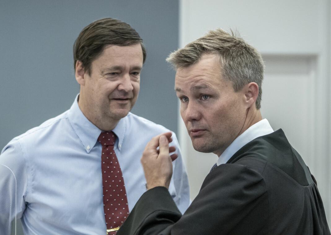 Medforsvarer Bernt Heiberg (t.h.) mener kjennelsen er uheldig for opplysningen av Bertheussen-saken. Her med forsvarer John Christian Elden.