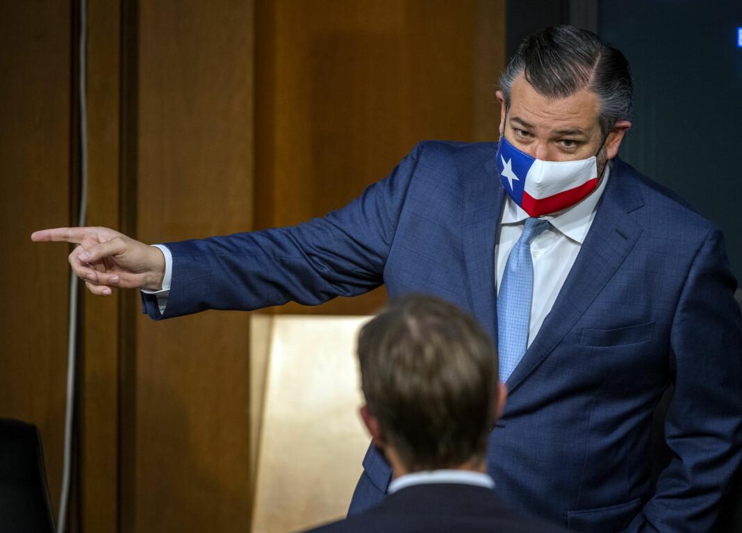 Senator Ted Cruz (bildet) mener at Twitter misbruker sin makt når selskapet hindrer brukere i å dele en artikkel som inneholder korrupsjonsanklager mot Demokratenes presidentkandidat Joe Biden.