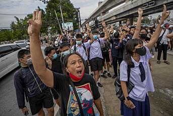 Fire medier etterforskes etter å ha rapportert fra protester i Thailand