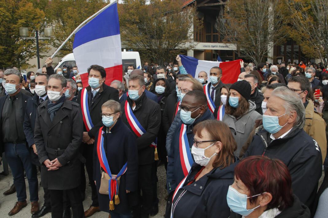 Det har vært flere støttemarkeringer for terrorofferet Samuel Paty etter at den franske læreren ble halshogget på åpen gate forrige uke.