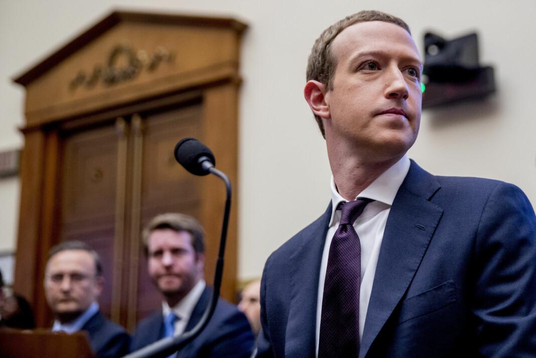 Facebook-sjef Mark Zuckerberg må samme med Twitter-sjef Jack Dorsey svare i en høring i Senatet for de sosiale medienes håndtering av politisk innhold.