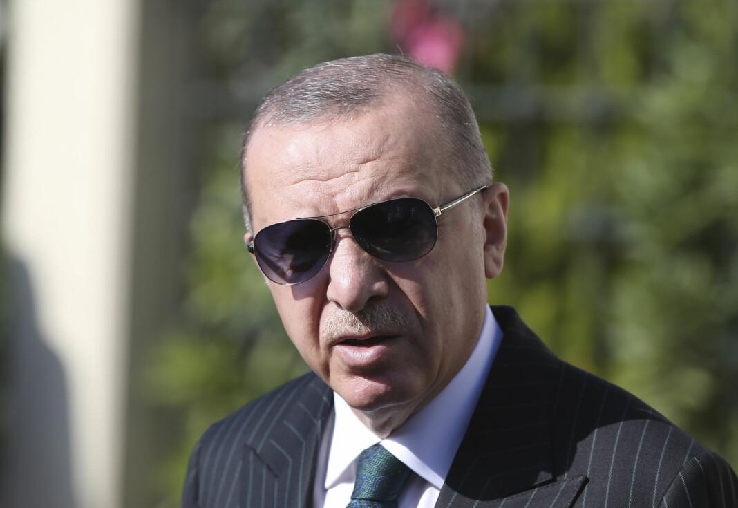 Tyrkias president Recep Tayyip Erdogan er lite glad for å ha havnet på forsiden av det franske satiremagasinet Charlie Hebdo, i form av en karikaturtegning.
