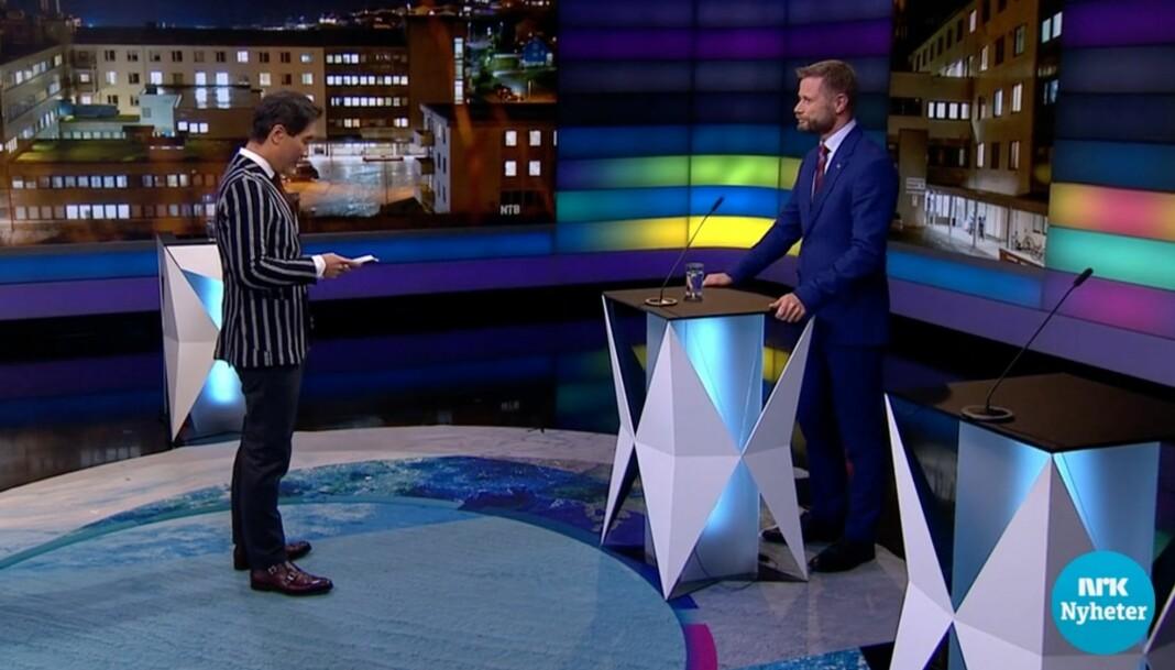 Bent Høie blir intervjuet av NRKs Fredrik Solvang.