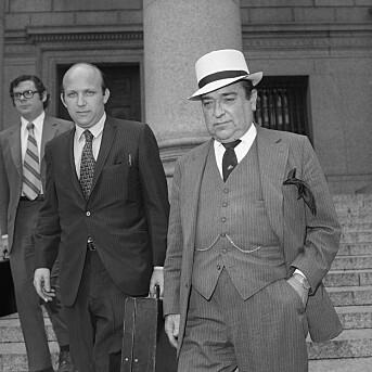 Floyd Abrams (t.v.) og advokatkollega Lawrence McKay. De to har i den den føderale rettsbygningen bak seg forsvart New York Times' publisering av Pentagon Papers. Bildet er fra juni 1971.