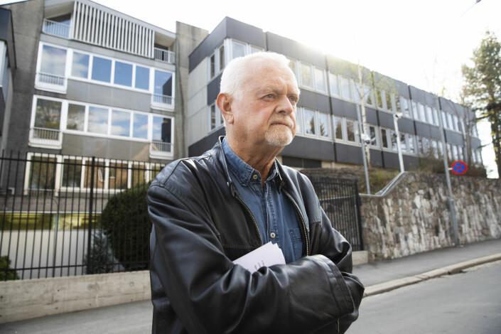 Rune Ottosen holdt appell under støttemarkering for Julian Assange utenfor den britiske ambassaden i Oslo i april 2019.