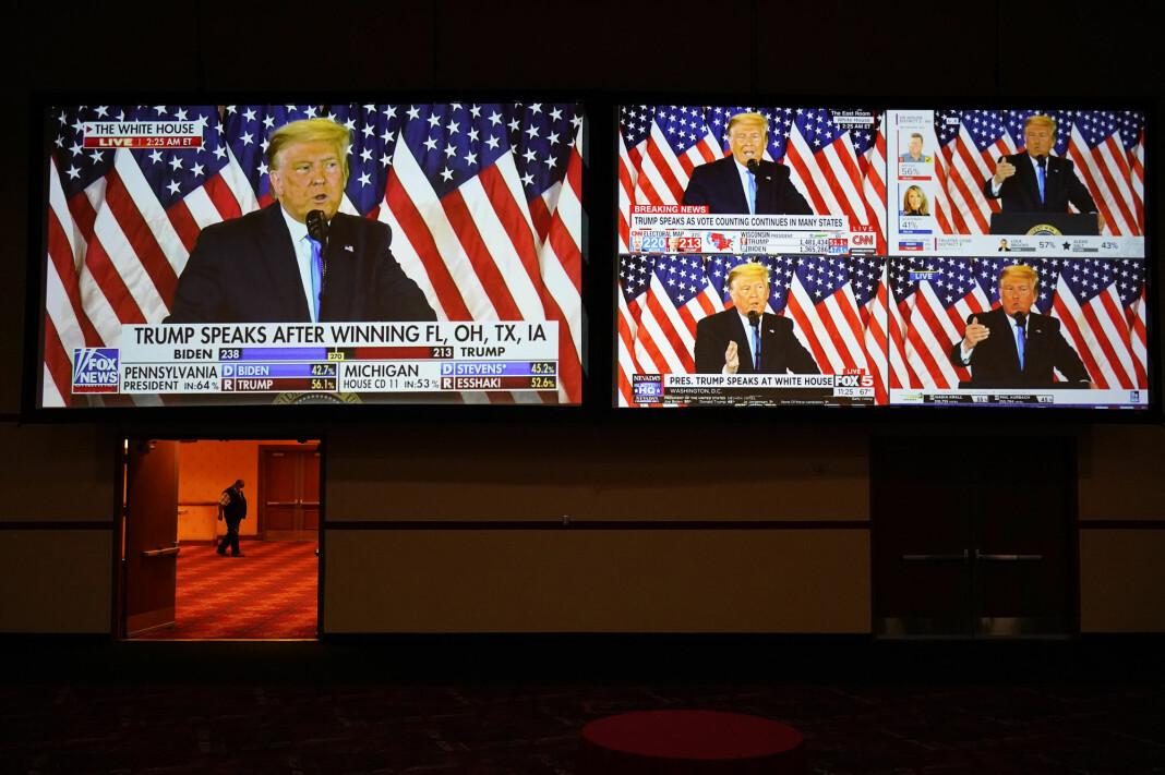 Donald Trump i alle kanaler. Med sin mange angrep på mediene har han bidratt til nyheter om nyheter har dominert i valgkampen.