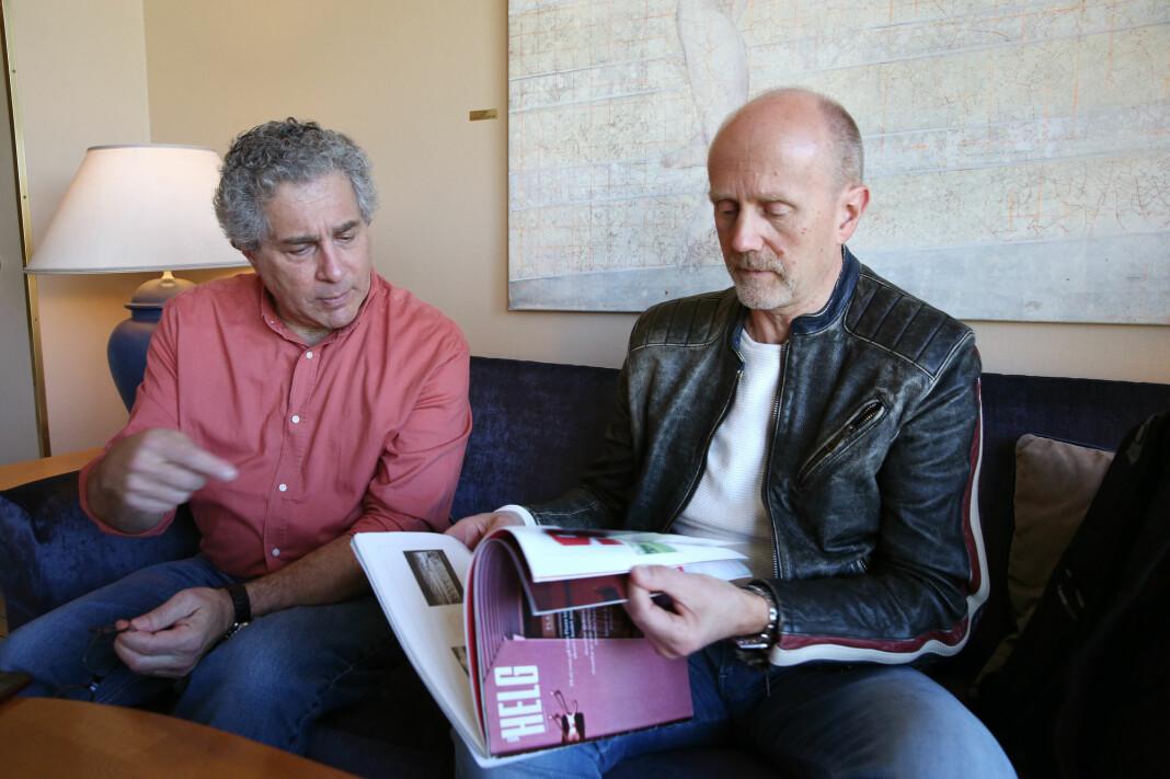 VG-journalist Lars Christian Wegner (t.h.) dynges ned av henvendelser om Plaza-kvinnen. Her med Unsolved Mysteries-produsent Robert Wise.