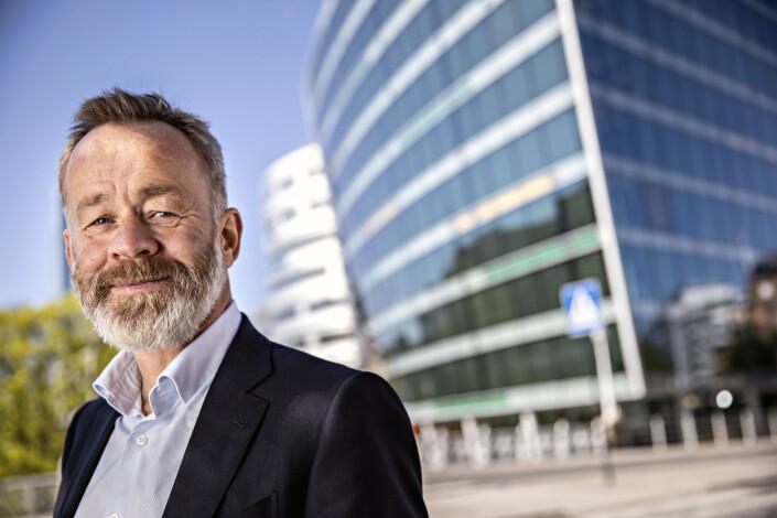 Sjefredaktør i Dagens Næringsliv, Amund Djuve, har ikke ønska å møte Journalisten for intervju til denne saken, men har svart på enkelte spørsmål på e-post.