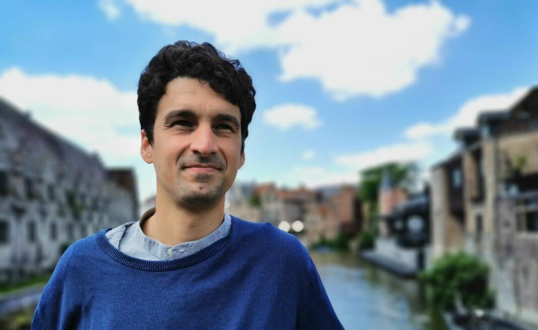 Journalist Alexander Fanta (bildet) har sammen med kommunikasjonsforskeren Ingo Dachwitz skrevet en studie om Googles finansielle støtte til europeiske medier.