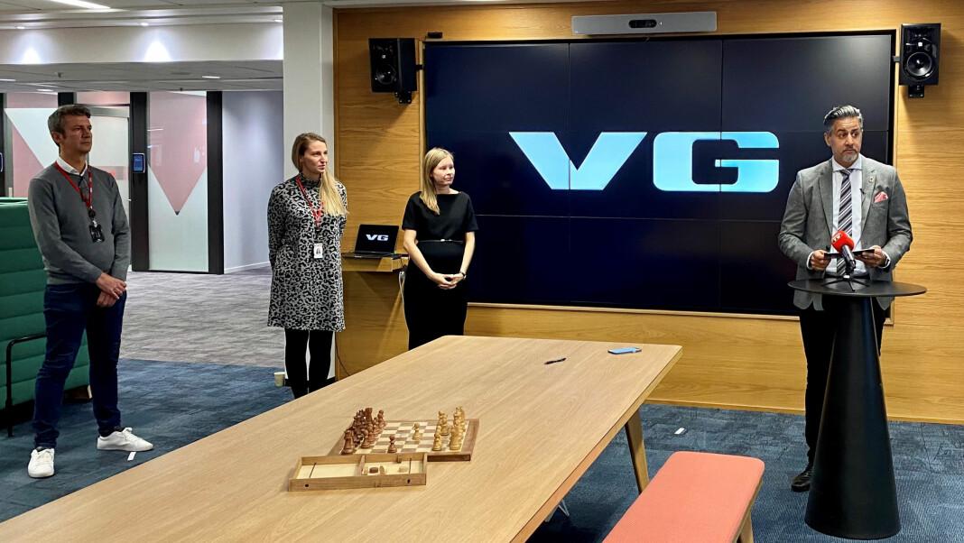 Kulturminister Abid Q. Raja delte ut menneskerettsprisen for 2020 til VG-journalistene Frank Haugsbø, Mona Grivi Norman og Maria Mikkelsen.