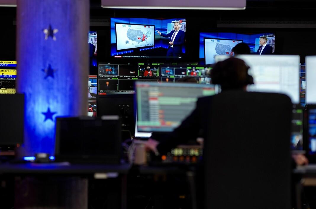 I TV 2s studio var det i løpet av presidentvalg-sendingene en miks av faste journalister og eksterne eksperter.