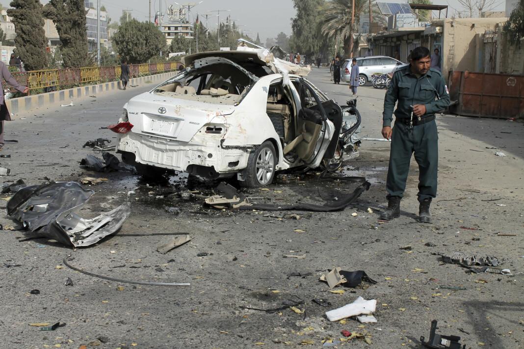 Radiojournalisten lyas Dayee ble drept i provinshovedstaden Lashkar Gah av en bombe som var skjult i bilen hans.