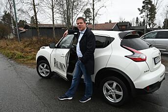 Målet er at salget av de to reporasjebilene skal sørge for en liten pluss i årsregnskapet til Raumnes.