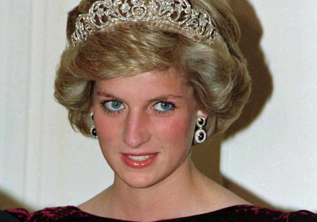 Prinsesse Diana omtalte det skrantende ekteskapet for første gang i et intervju med BBC i 1995. Metodene brukt for å skaffe intervjuet blir nå undersøkt.
