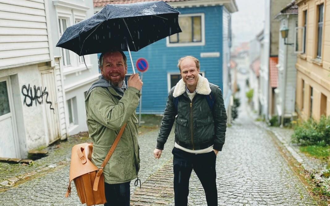 Førjulsstemning i Bergen: Tor-Erling Thømt Ruud (VG) og Kaspar Synnevåg (Kvitter studio) på jakt etter pepperkakeforbrytere.