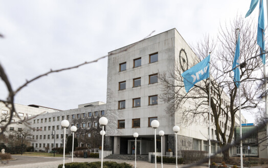 Artist tiltalt for vold mot NRK-medarbeider: Saken sendt tilbake til politiet
