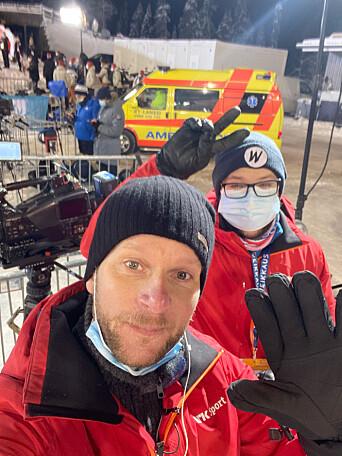 Andreas Hagen og fotograf Vegard B. Lien fotografert på jobb under verdenscupen i Ruka.