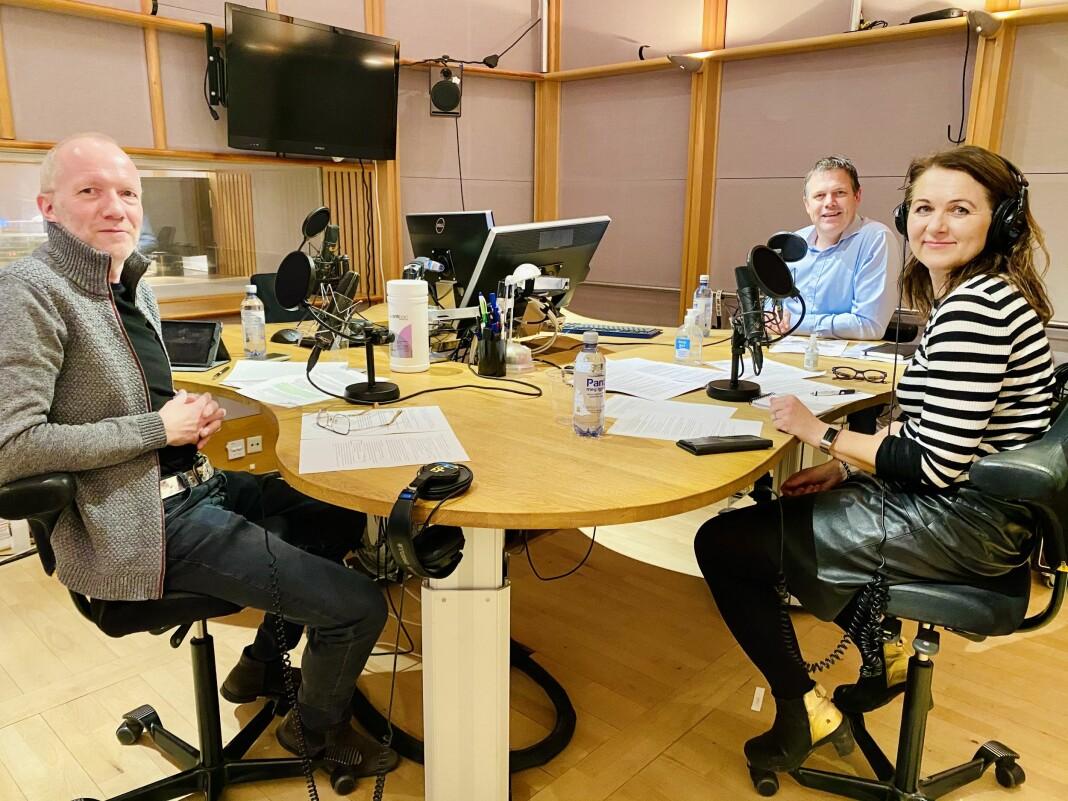 På plass i NRKs studio: Arne Jensen, Fred C. Gjestad og Reidun K. Nybø.