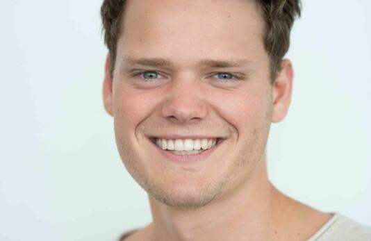 Dennis Labourée Fossen er ansatt som vaktsjef i ABC Nyheter