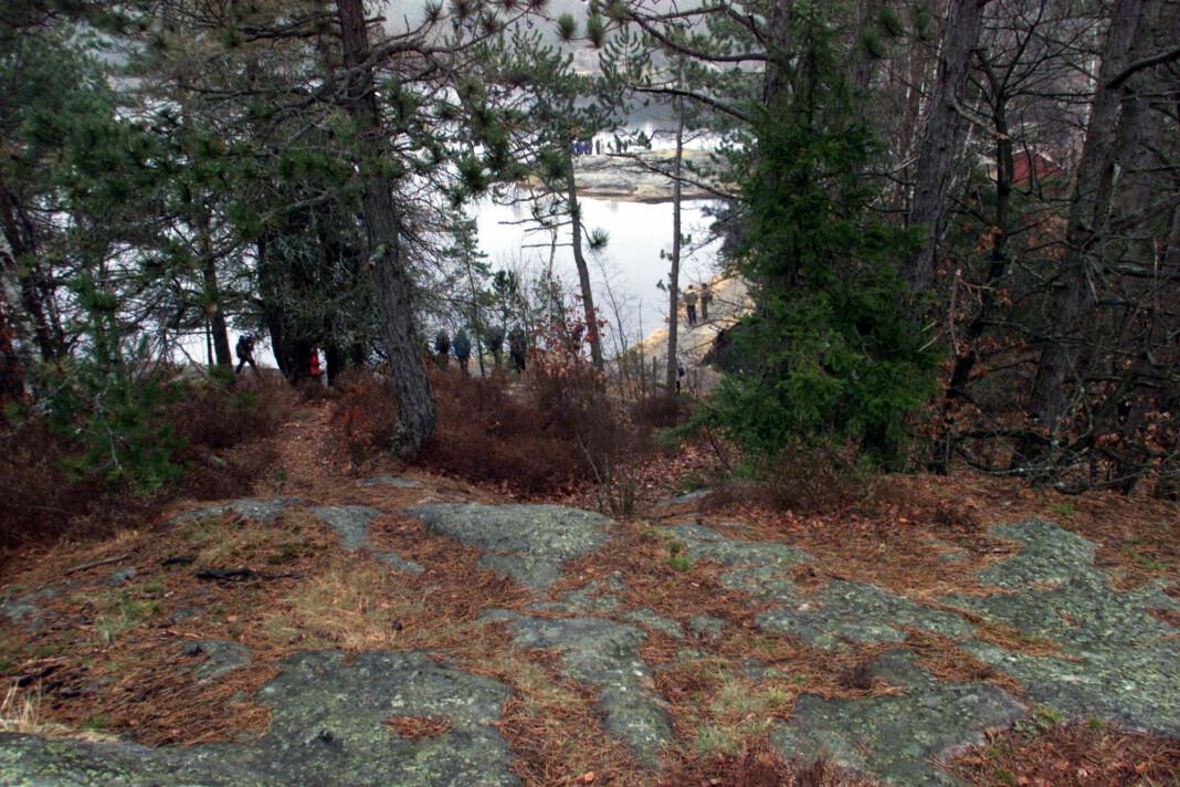 Dokumentarserien om Baneheia-drapene er klar i løpet av januar. Her fra en rettsbefaring i 2010, i området i Kristiansand der drapene ble begått.