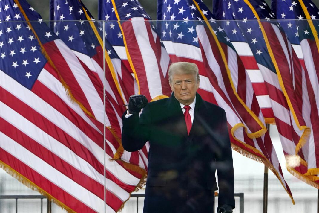 De store sosiale medier-selskapene har utestengt Donald Trump etter opptøyene i Washington DC.