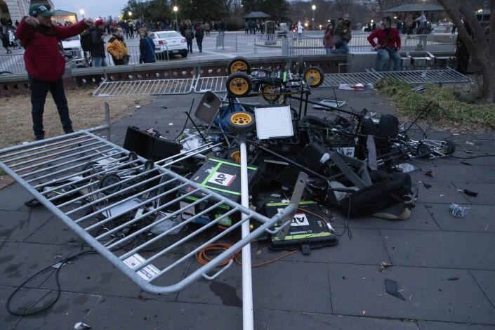 Resultatet etter mobbens angrep. Flere journalister skal ha blitt angrepet under gårsdagens opptøyer.