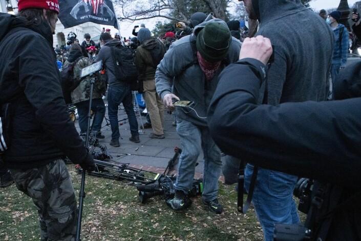 «CNN suck» ropte demonstrantene.
