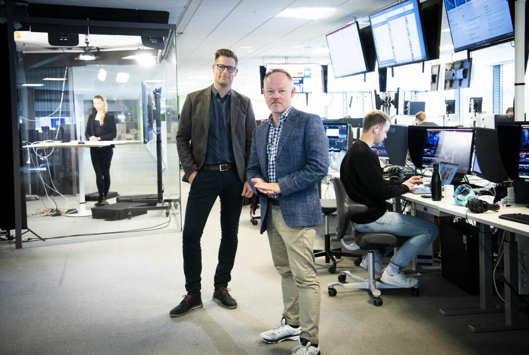 TV-direktør Mads A. Andersens og redaksjonssjef Bjørn Carlsen på TV-desken i Dagbladet.