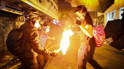 Demonstrantene aksjonerte blant annet med brannbomber. – Mange risikerte framtida si, sier Hammer.