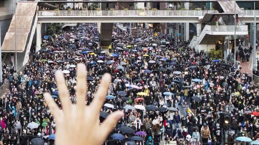 Det anslås at det ved noen anledninger var nesten to millioner mennesker i gatene i Hongkong.